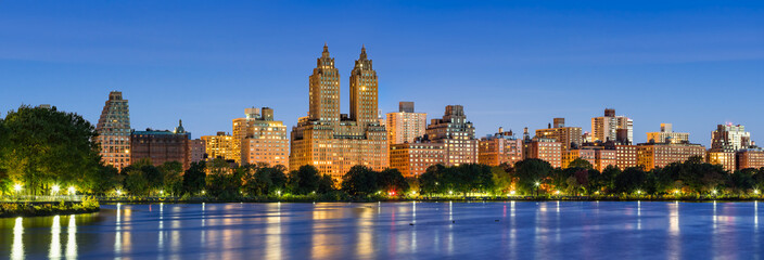 Panoramic view of Central Park West at dawn and the Jacqueline Kennedy Onassis Reservoir. Upper West Side, Manhattan, New York City