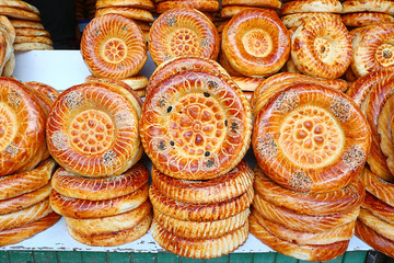 Flat cakes from tandoor on market counter