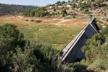 Dry seasson dam