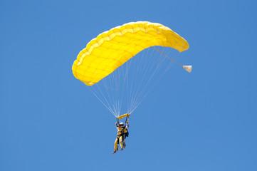 Tandem de paracaidistas