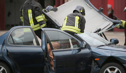 Firefighter team takes off the car roof to pull the wound after