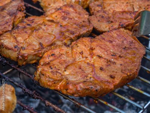 steak auf dem grill stockfotos und lizenzfreie bilder auf bild 163626272. Black Bedroom Furniture Sets. Home Design Ideas