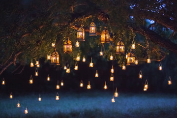 Fotorolgordijn Bali Night wedding ceremony with a lot of vintage lamps and candles on big tree