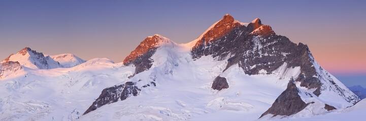 Fototapete - Sunrise over the Jungfrau peak from Jungfraujoch in Switzerland