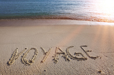 On a beach it is written voyage