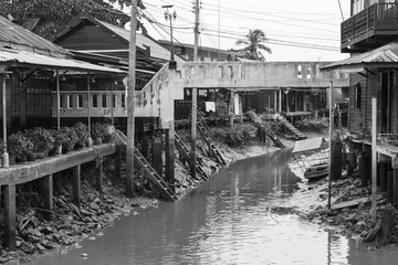 Black and White view of houses and communities living along the canal.