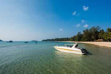 Wall Mural - Motor boat at beautiful tropical beach