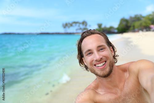 Beach selfie man on summer travel Hawaii vacation vlogging