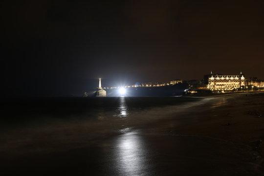 Biarritz et son phare de nuit