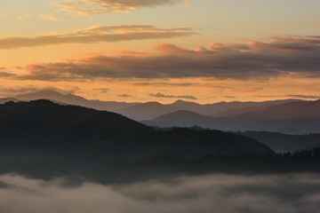 Fototapete - Orange Sky at Sunrise Over Smoky Mountains