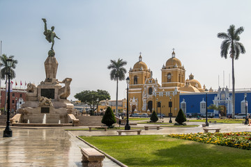 Foto op Aluminium Zuid-Amerika land Main Square (Plaza de Armas) and Cathedral - Trujillo, Peru