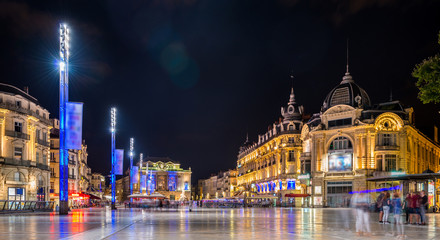 Place de la Comédie la nuit à Montpellier, Hérault, Languedoc en Occitanie, France
