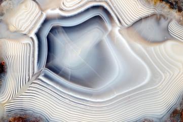 Minerał niebiesko biały agat