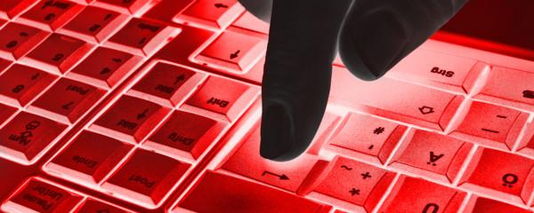 Tastatur mit Hand - Abtrakt