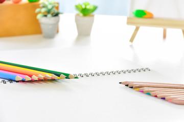文房具 色鉛筆とスケッチブック