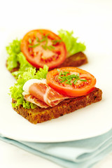 Sandwich with cured ham and tomatoes