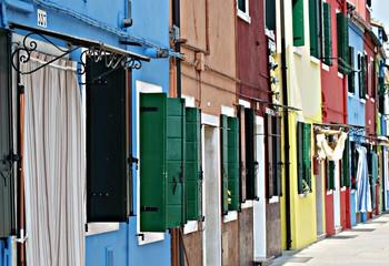 Burano (Italie). Rue colorée