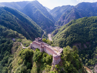 Aerial view of Fortress Poenari near Arefu, Arges County, Romania Fototapete
