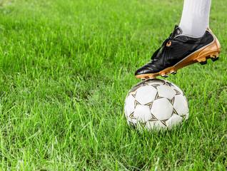 Футбол, футболист, рефери, игра с мячом на траве