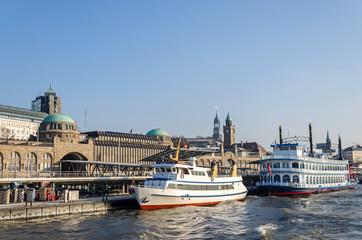 Hamburg Landungsbrücken Boote