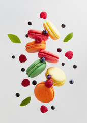 Spoed Foto op Canvas Macarons French Macarons With Fresh Berries