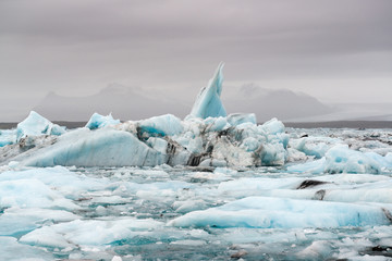 Punta di iceberg in baia ghiacciata, Islanda