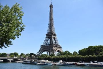 Torre Eiffel y rio Sena