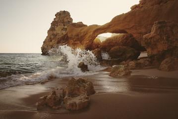 Sonnenuntergang am Praia da Marinha, Portugal