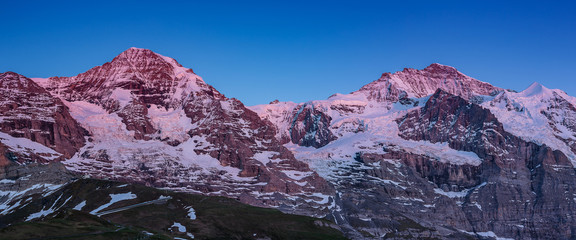 Papiers peints Aubergine massif montagneux des Alpes bernoises