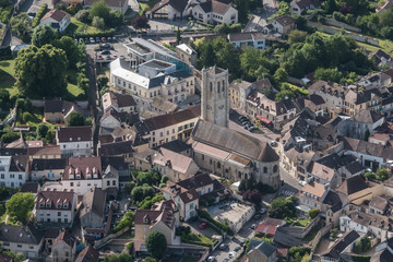 Vue aérienne de la ville de Maule dans les Yvelines en France