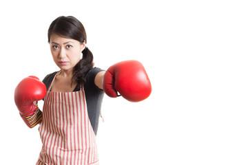 ボクシンググローブをつけている女性 白背景