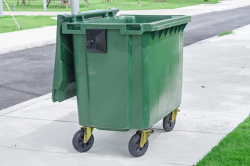 garbage can, dustbin, rubbish-bin, Trashcan in park