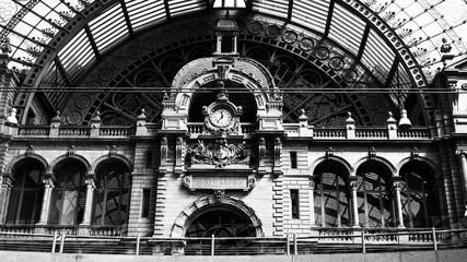 Fotorollo Bahnhof The train station in Antwerp.