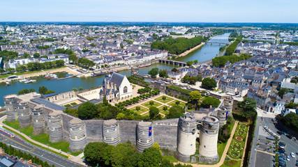 Vue aérienne sur le château d'Angers et La Maine, France