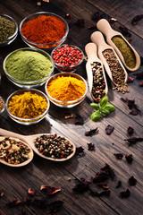 Fotorolgordijn Kruiden Variety of spices and herbs on kitchen table