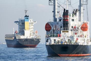 停泊中の貨物船