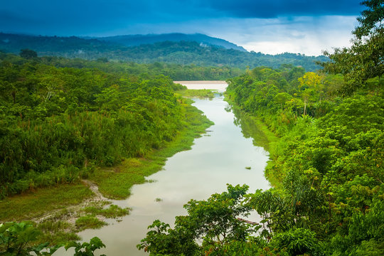Amazon River. Flow k recke Amazon.