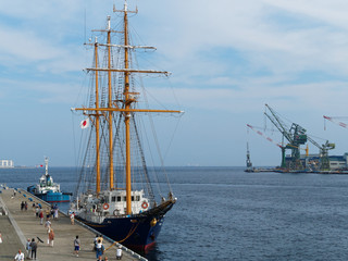 神戸港 開港150年 中突堤に停泊中の帆船