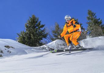 Wall Mural - Experte auf Skiern im freien Gelände
