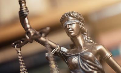 Justitia Symbol für Gerechtigkeit closeup