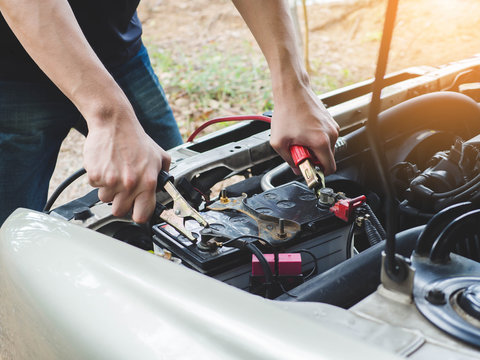 Charging car battery with electricity trough jumper cables