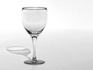 3d render of empty glass in monochrome