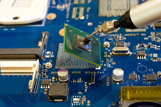 Removal of the chip by vacuum tweezers. Work on the disassembling of electronic components