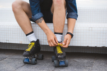 Young caucasian man with quad skates rolls with wound on leg