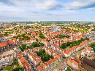 Gdańsk - krajobraz z powietrza. Stare miasto Gdańsk z lotu ptaka z widoczna rzeka Motławą.