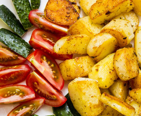 Grilled potatoes with tomatoes and cucumbers