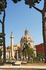 Roma, via dei Fori Imperiali: la colonna Traiana e la chiesa del SS nome di Maria