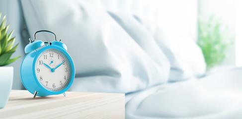 Sveglia su comodino, mattina, camera da letto