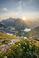 Fototapete - Sonnenuntergang im Hochgebirge im Sommer