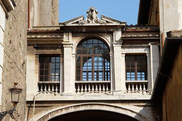 rathaus von rom gebäudebrücke